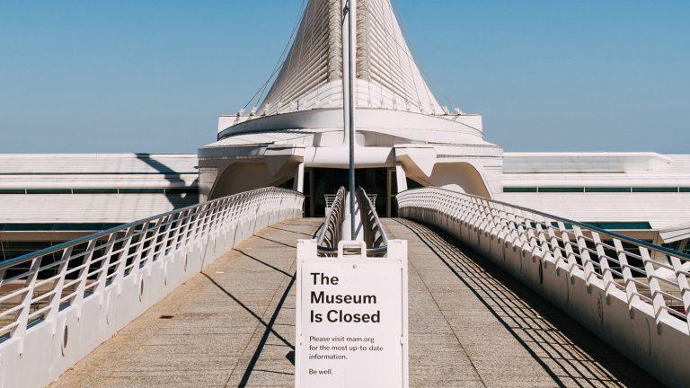 museum closed sign
