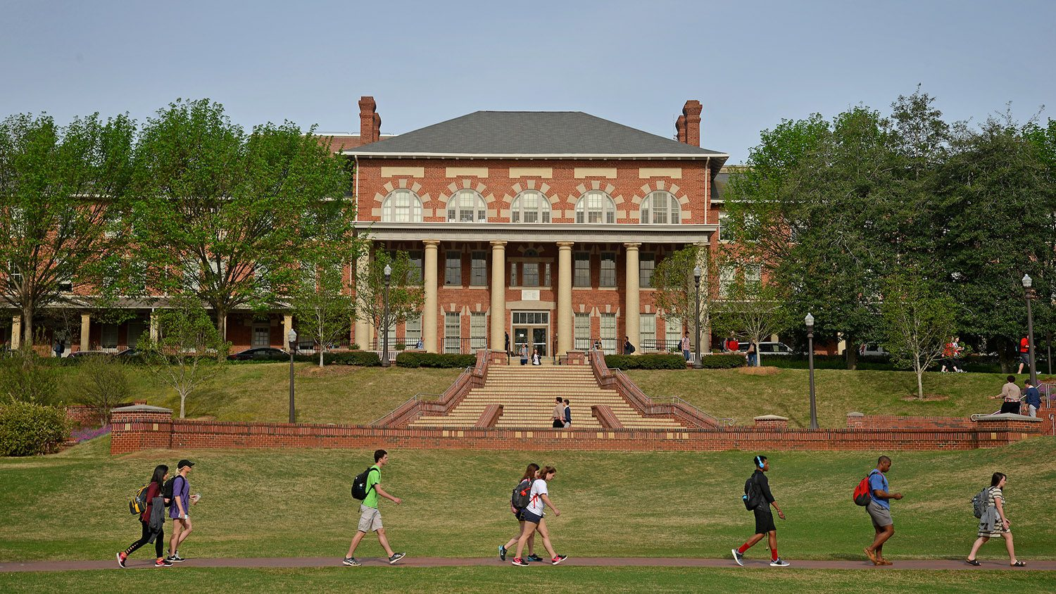 Students make their way to class across Court of North Carolina.