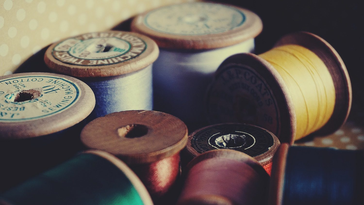 Several spools of thread