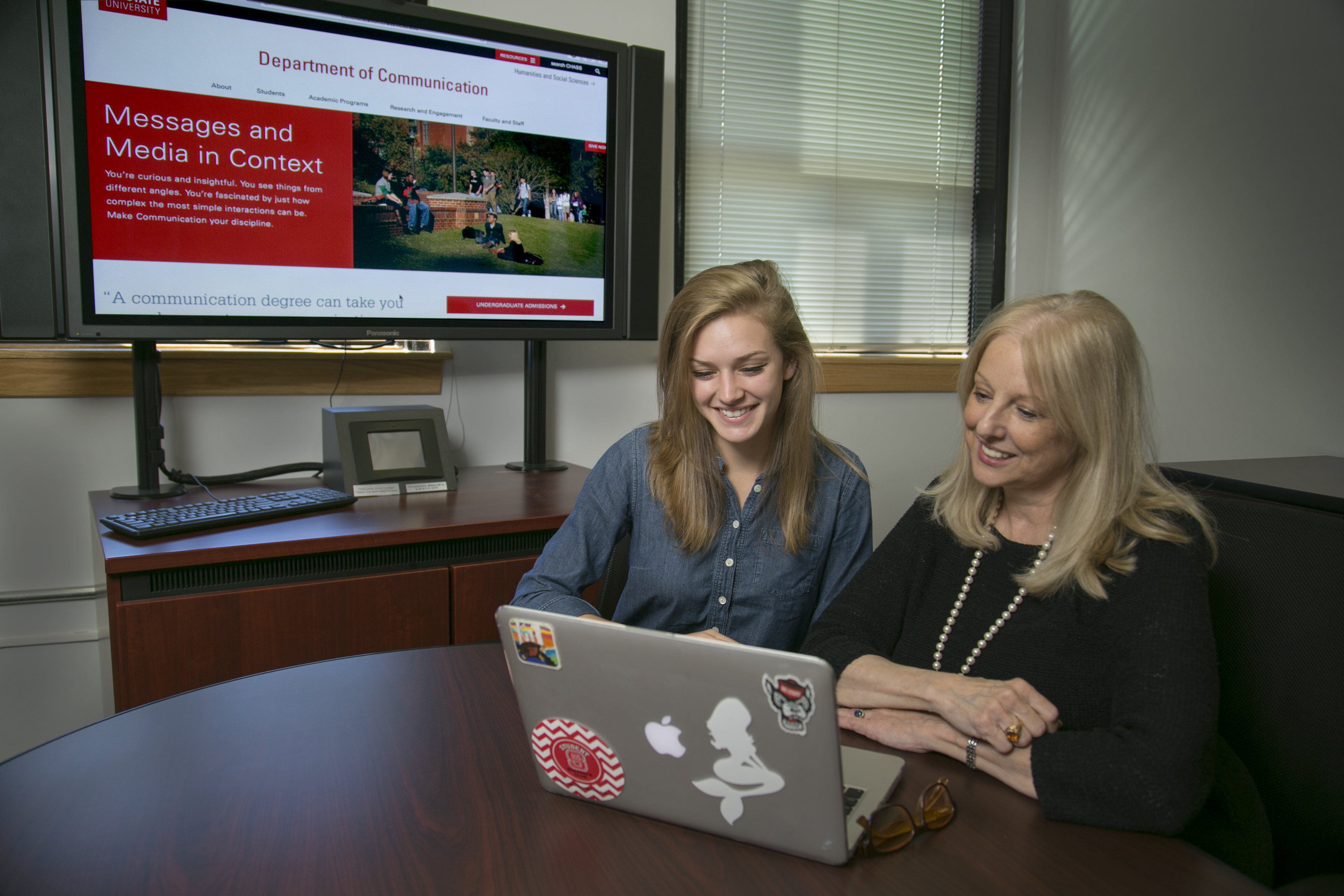 Joan Alford, right, demonstrates the capabilities of the new site to junior COM major Caitlyn Dixon