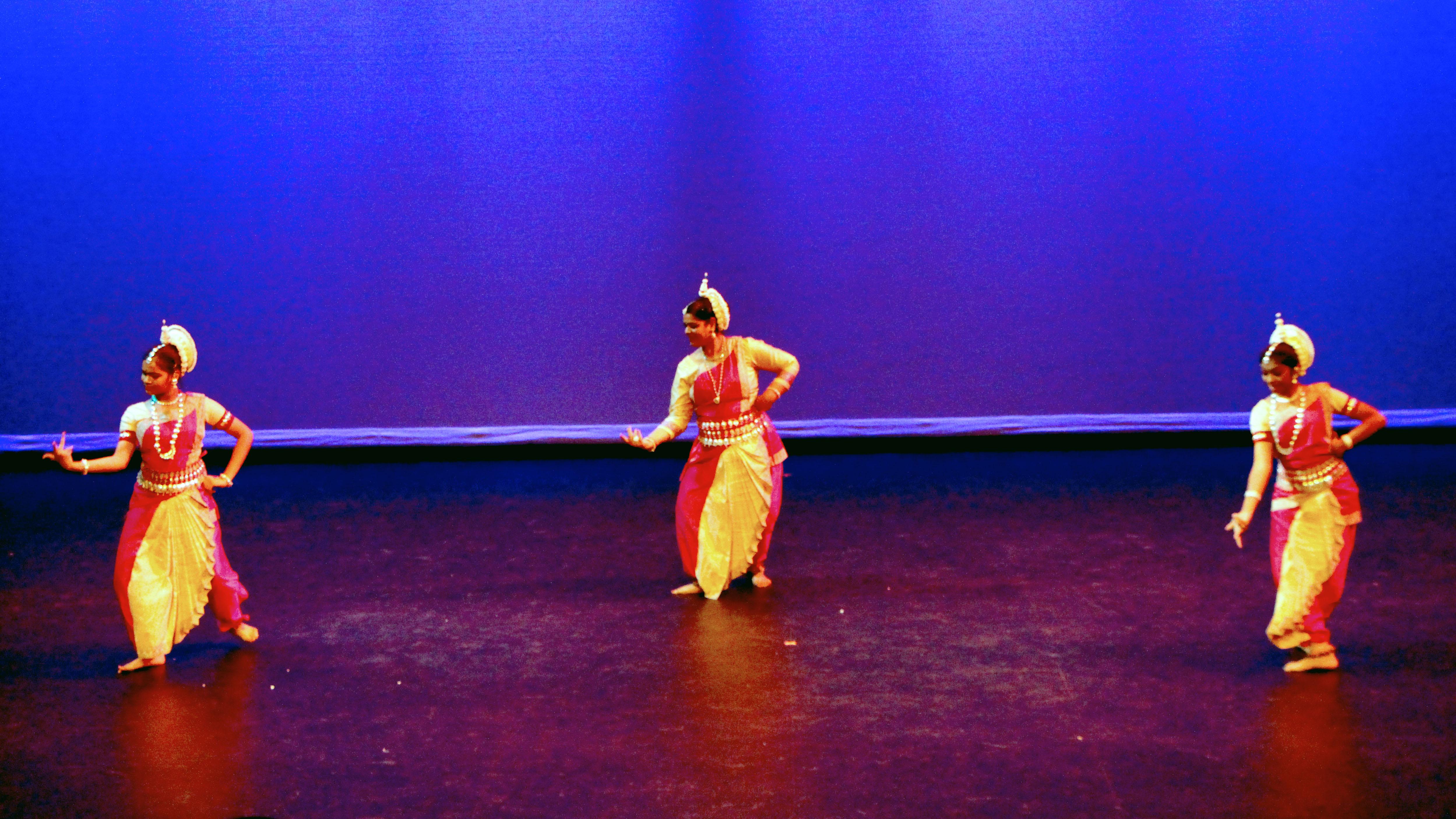 dancers img